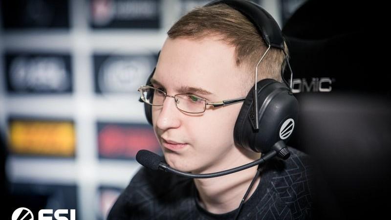 (foto) Un tânăr moldovean de 18 ani face parte din una dintre cele mai bune echipe Dota 2 la nivel mondial