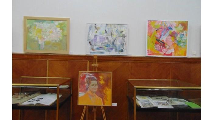 """(foto) """"Rapsodia expresivității"""", expoziție de pictură de Victoria Rocaciuc"""
