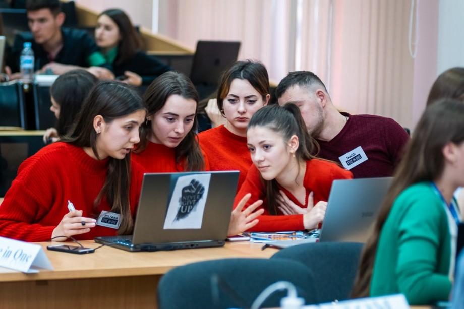 """(foto) Tinerețe, idei de afaceri și multe premii. Cum s-a desfășurat concursul: """"Azi student, mâine antreprenor"""" la ASEM"""