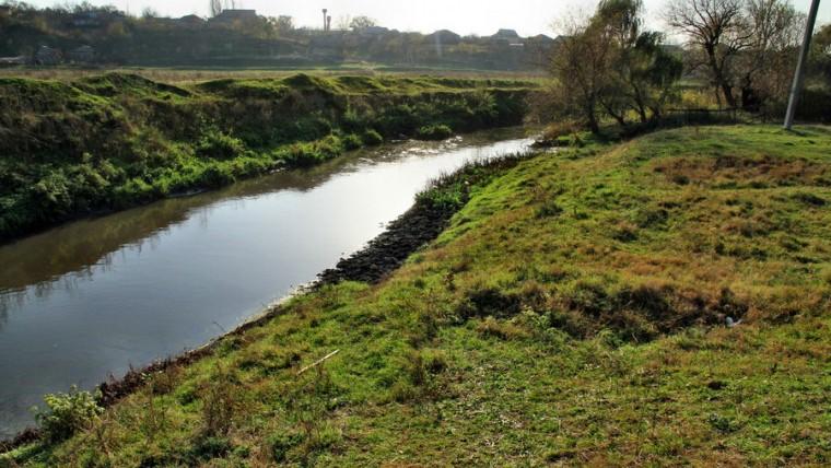 (doc) Alertă! Rezultatele probelor colectate din râul Bâc arată că la Strășeni apa este excepțional de poluată