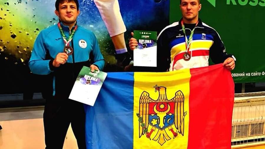 Anatolie Moldovan și Igor Beșleagă au cucerit trei medalii la Campionatul Mondial de lupte la brâu