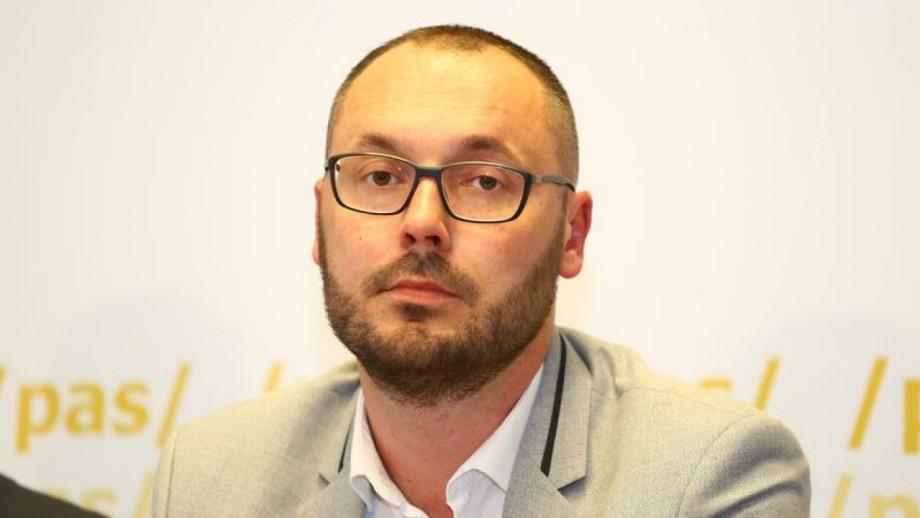 """Sergiu Litvinenco: """"Dodon a încălcat legislația când a desemnat noul prim-ministru."""" Alexandru Tănase spune că totul a fost conform legii"""