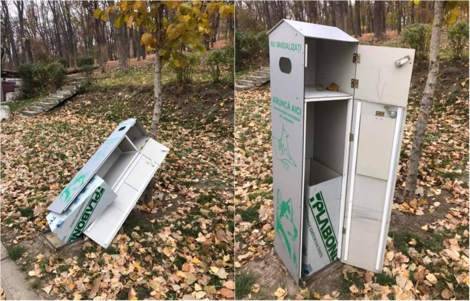 (foto) Mai multe containere pentru excrementele animalelor de companie din parcul Valea Morilor au fost vandalizate