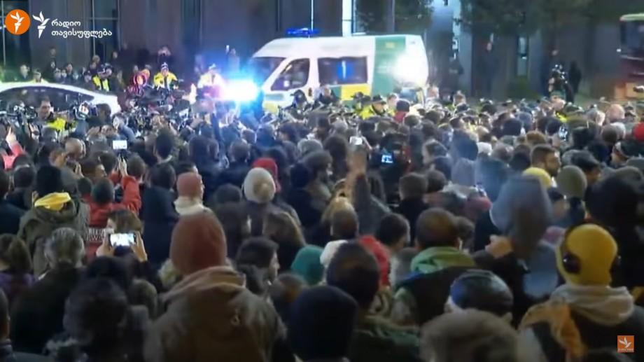 (foto) Proteste la Tbilisi. Manifestanții cer parlamentului să anuleze sistemul de vot mixt