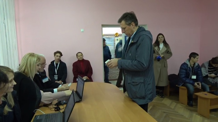 """(video) Dorin Chirtoacă, din nou, a fost cel mai matinal: """"Am votat pentru a pune punct haosului"""""""