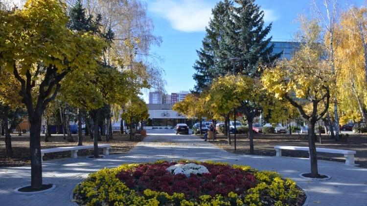 (foto) Lucrările de renovare a scuarului Mezon din sectorul Râșcani sunt pe ultima sută de metri
