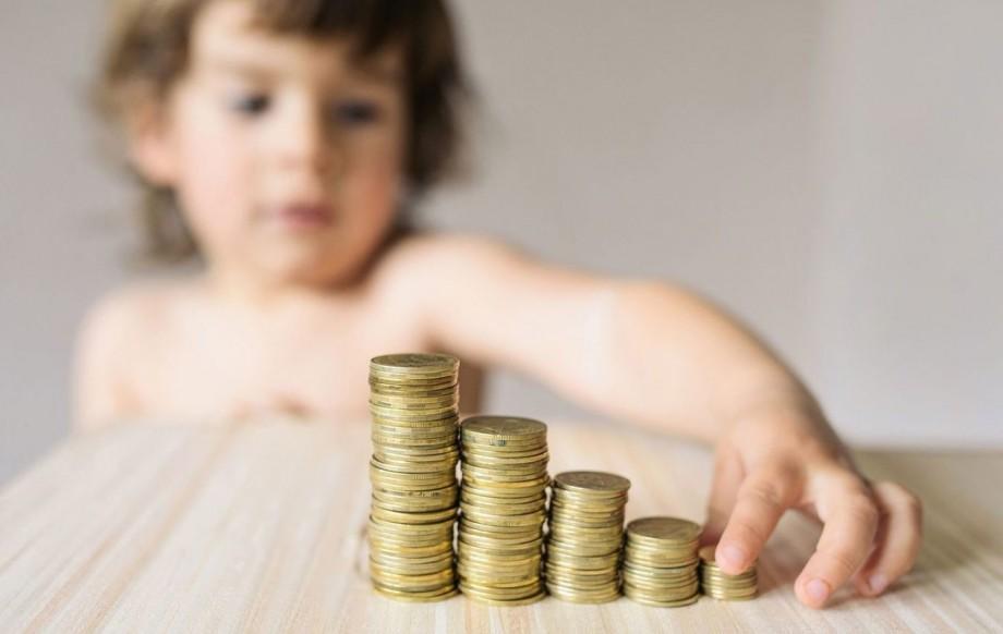 (doc) Venitul pentru perioada necontributivă de îngrijire a unui copil până la vârsta de trei ani ar putea crește