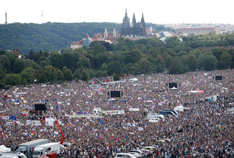 Cehii au ieșit în stradă. 250 de mii de persoane au manifestat în capitala țării, Praga