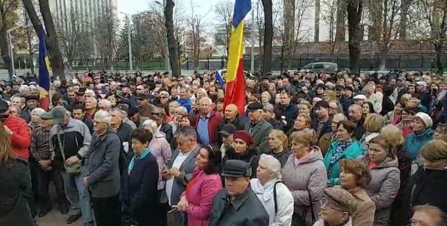 """(video live) """"Noi o să luptăm până la capăt"""". Maia Sandu și Andrei Năstase au ieșit în fața susținătorilor"""