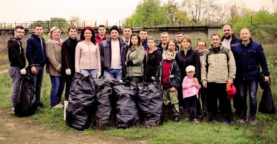 """(foto) StarNet continuă programul """"StarNet Verde"""". Angajații companiei au participat la acțiunea de salubrizare a parcului """"La Izvor"""""""
