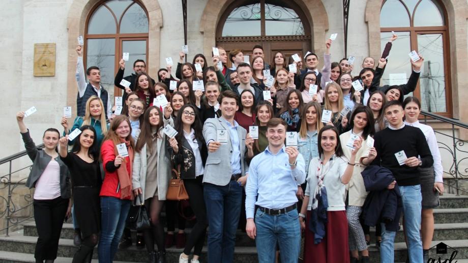 Studenții de la drept pot participa la un schimb de experiență în România. Cum te înregistrezi