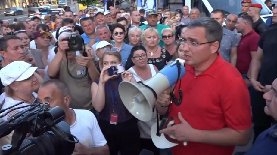 Renato Usatîi îndeamnă oamenii să iasă la proteste înainte de învestirea noului guvern