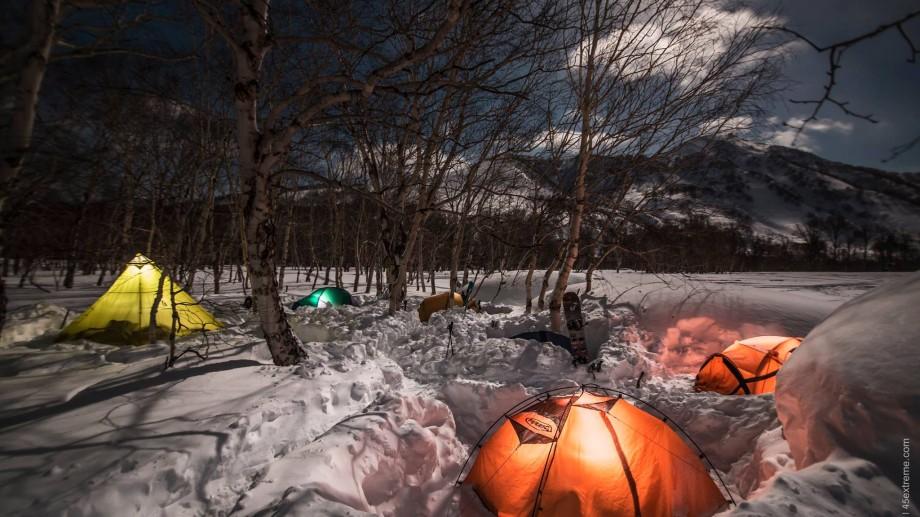 """Admiră zăpada din creațiile Veronicăi Verlan la YardSale """"All Aboard! The Santa's Express!"""""""