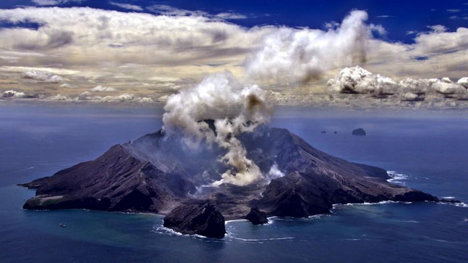 (video) Erupție de vulcan în Noua Zeelandă. Cinci persoane au murit, iar peste 20 de oameni au dispărut