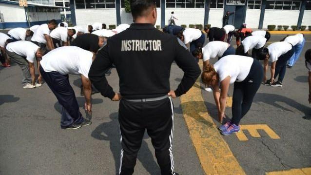 Fără gogoși la postul de muncă. Polițiștii supraponderali și obezi din Mexic, obligați să țină dietă