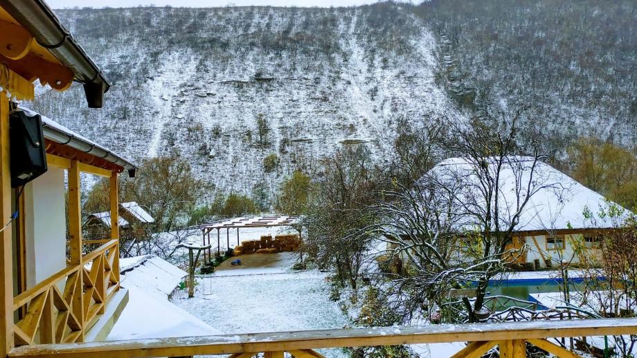 Pensiuni din Moldova unde să petreci sărbătorile de iarnă în stil tradițional moldovenesc