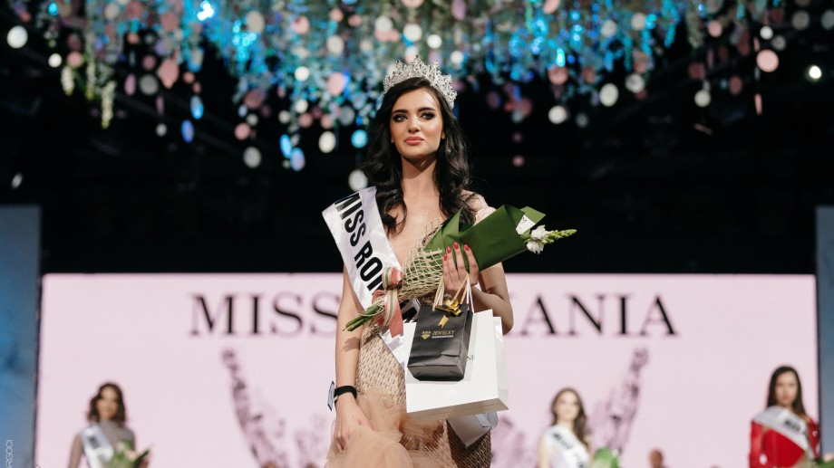 """(foto) O tânără moldoveancă de 19 ani a câștigat titlul """"Miss România 2019"""""""