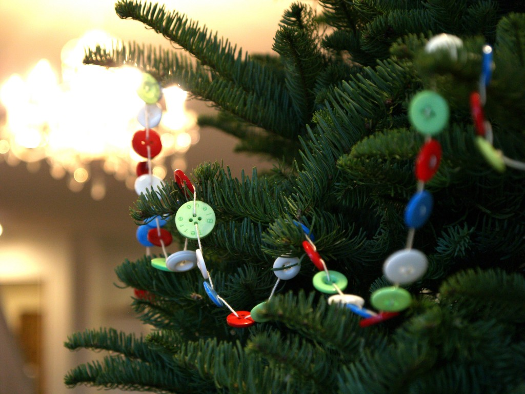 Button-Crafts-for-Christmas-Decorations12