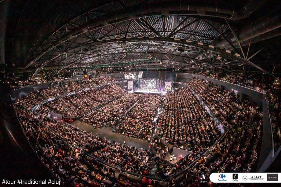 (fot, video) Jumătate de milion plus alte peste 10 mii de spectatori la concertul Orchestrei Fraților Advahov împreună cu Andra la Cluj-Napoca