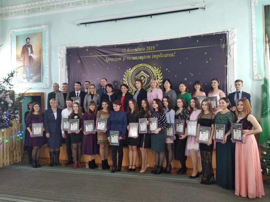"""(foto, video) Universitatea de Stat """"Alecu Russo"""" din Bălți și-a premiat cei mai buni și activi studenți ai anului 2019"""