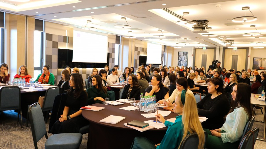 O sută de femei antreprenoare din Moldova au susținut cu succes testul de creare a unei asociații