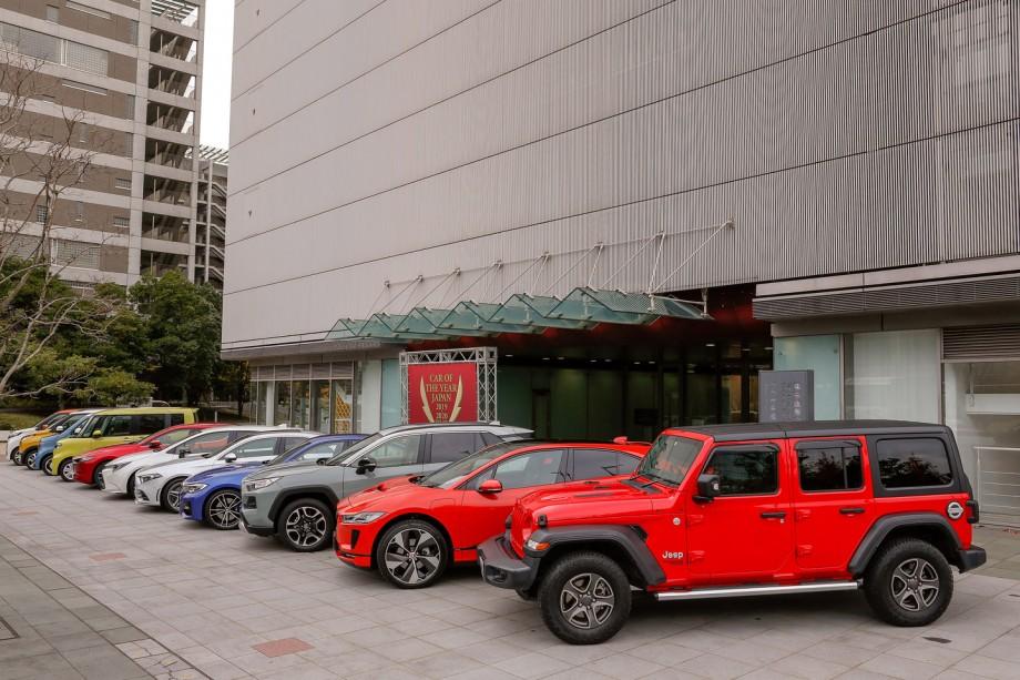 (foto) Toyota RAV4 a fost aleasă Maşina Anului în Japonia. Ce modele intră în top 10