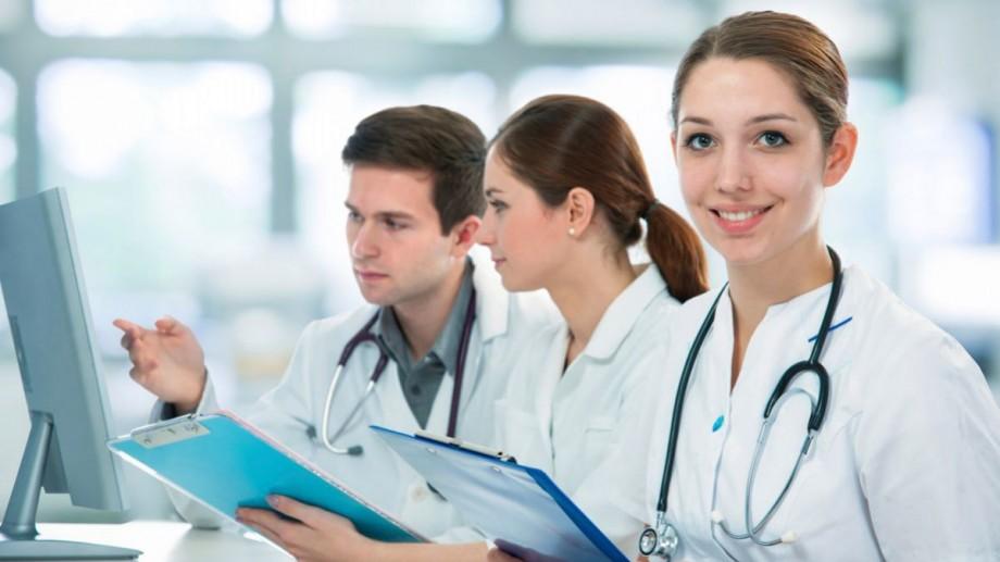 Tinerii medici și farmaciști vor primi indemnizația unică de 120 de mii de lei dacă vor munci în localitățile repartizate de către Ministerul Sănătății