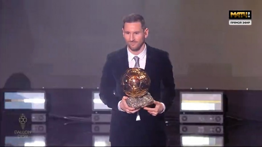 """(video) Messi își mărește avansul față de Cristiano Ronaldo. Argentinianul a primit """"Balonul de Aur"""" pentru a șasea oară"""