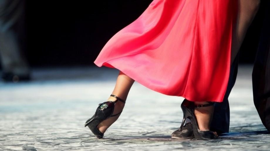 De Ziua Internațională a Tangoului, poți participa la un flashmob cu iz de lectură, pe ritmuri de tango argentinian