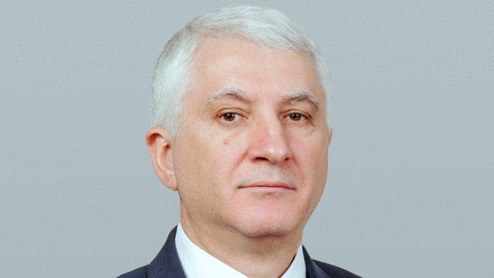 """""""Se duce de unul singur sau se duce cu tot cu «borsetkă»?"""". Constantin Botnari și-a depus mandatul de deputat"""