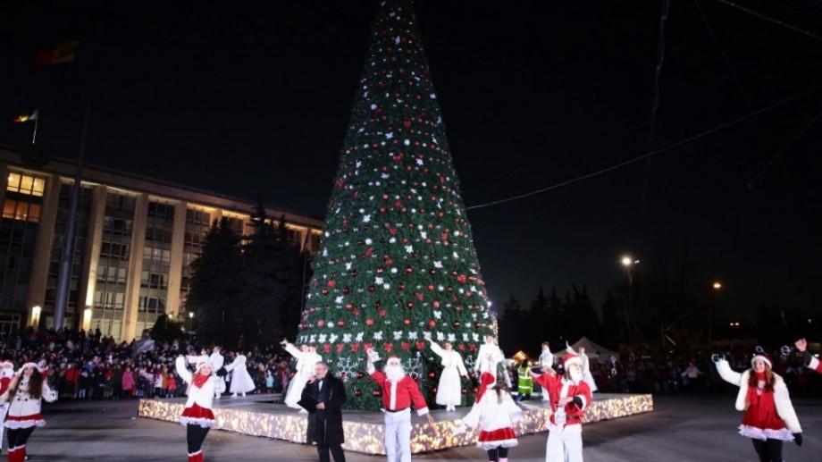 Copiii din Chișinău vor beneficia gratuit de dulciuri și caruselul din Piața Marii Adunări Naționale