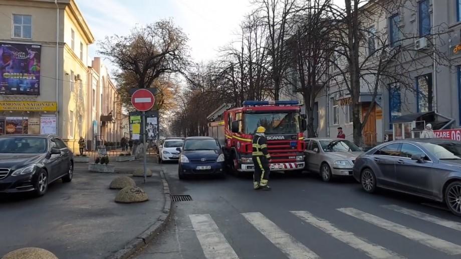 INP a identificat unul din conducătorii auto care au blocat ieri trecerea unui echipaj de pompieri. Ce amendă a fost aplicată