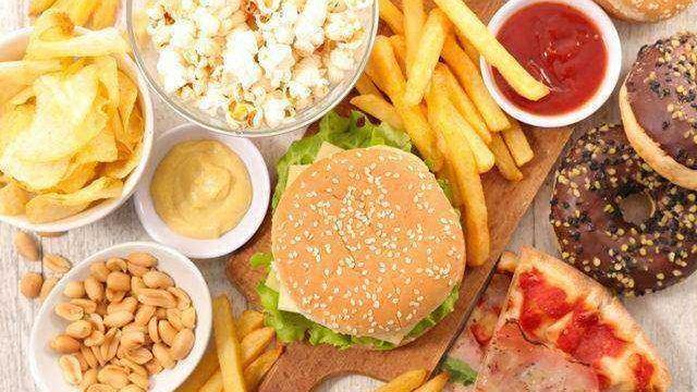 (foto) Provoacă diabet zaharat, cancer și boala Alzheimer. Care sunt consecințele, asupra organismului, a consumului de fast-food