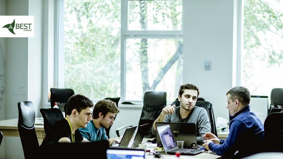 Timp de 24 de ore își vor uni forțele pentru a crea un program soft. Cum poți face parte din competiția BEST Hackathon și tu