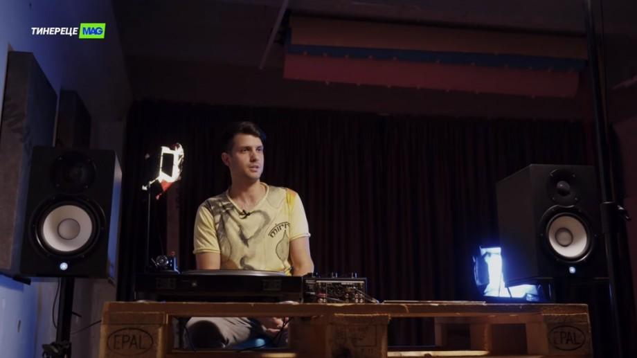 """(video) """"Totul a început de la faptul că fratele meu mai mare era DJ la radio"""". Kyrill Sau, despre colecția sa viniluri"""