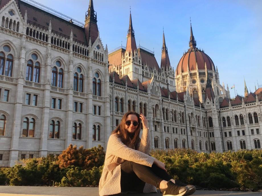 Universitatea #diez. Liuba Țobenco povestește despre cursurile sale. Unele încep cu muzica lui Rammstein, iar la altele învață să facă meme-uri