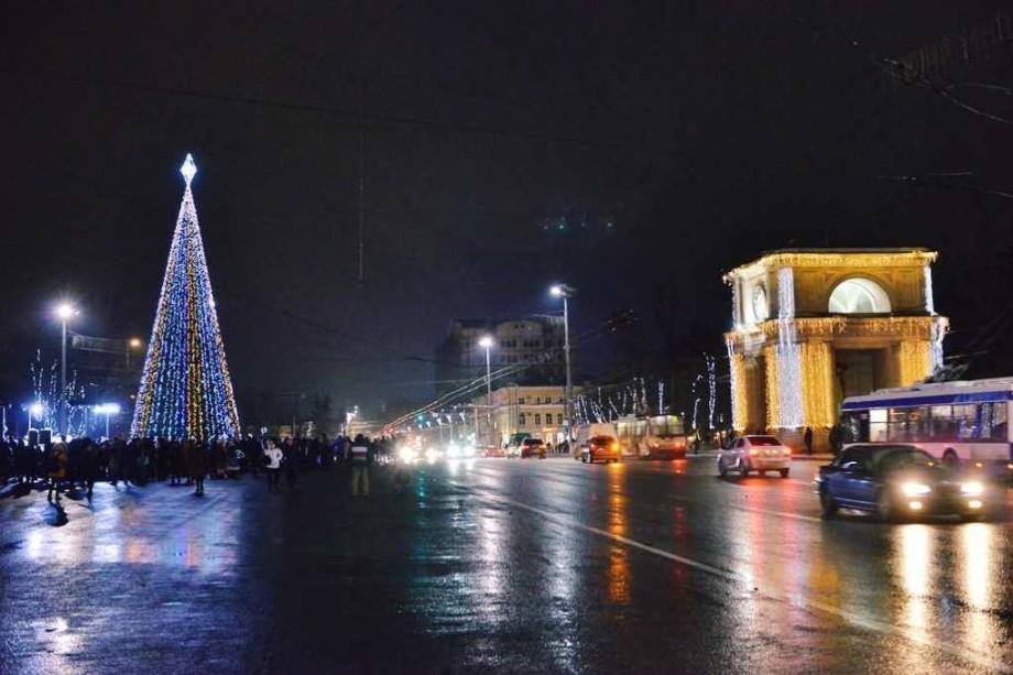 (video) Să se aprindă steaua pe brad! Urmărește live inaugurarea Pomului de Crăciun din Chișinău