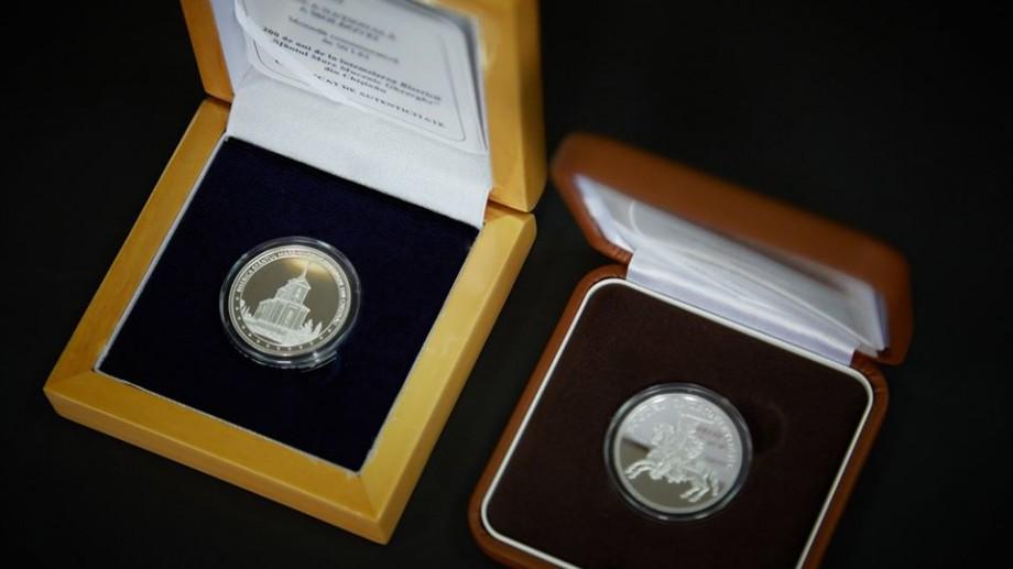 (foto) BNM pune în circulație noi monede jubiliare și comemorative. Care este prețul acestora