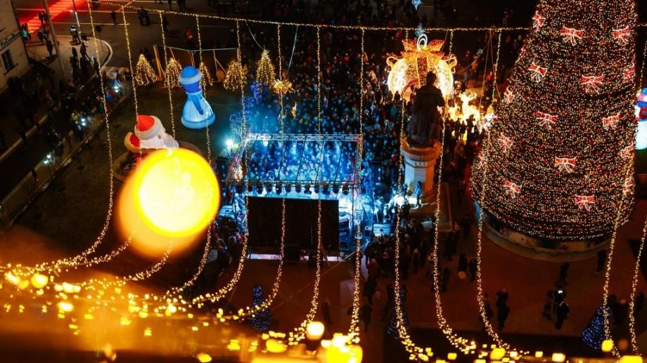 (foto) Mii de luminițe, figurine și eroi din povești. Cum a fost împodobit orașul Orhei de sărbători