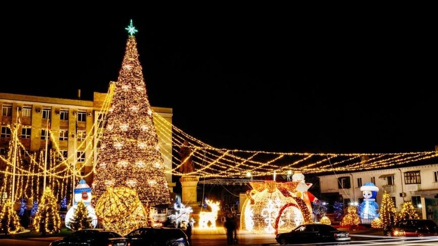 Orhei și-a aprins luminițele de Crăciun pentru al cincilea an consecutiv. Cum arată atmosfera de sărbătoare