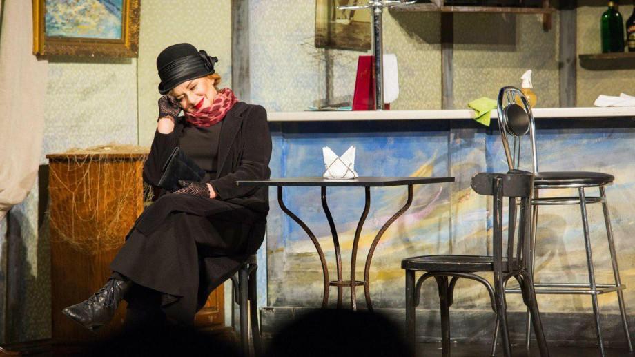 """Comedie sau dramă? Două spectacole de weekend pe care să le privești la Teatrul Național """"Eugene Ionesco"""""""