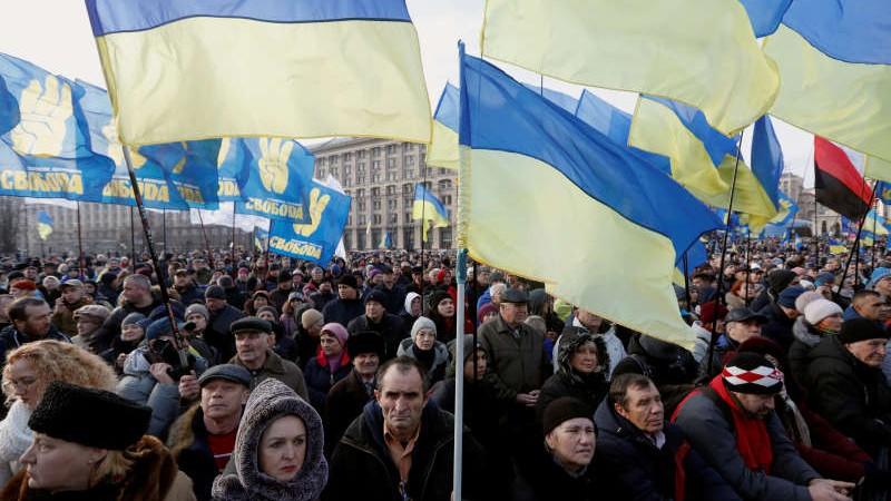 Câteva mii de persoane au protestat astăzi la Kiev. Oamenii i-au cerut președintelui ucrainean să nu cedeze în fața Rusiei