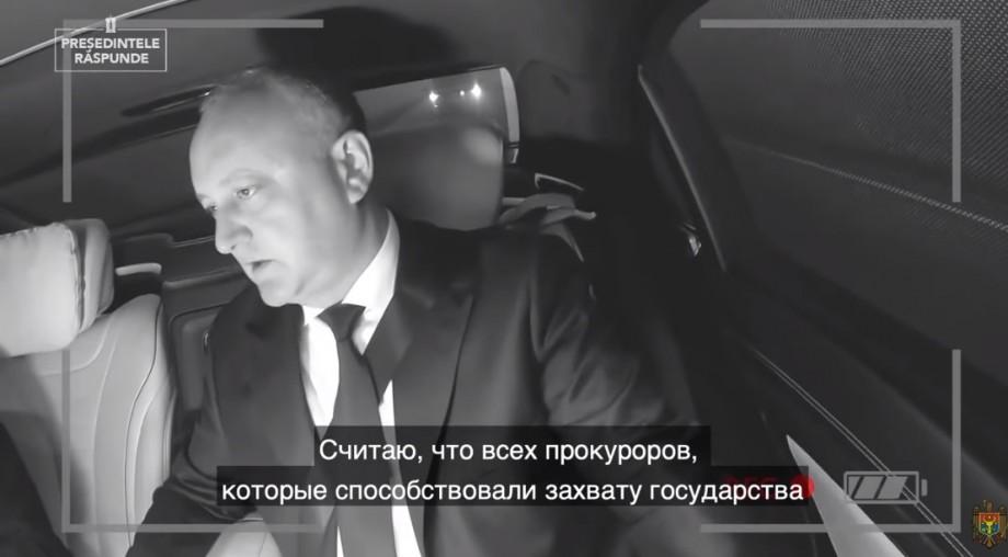 """(video) """"Nu ezitați să scrieți comentarii, vă mulțumesc că mă vizionați"""". Igor Dodon își continuă activitatea de vlogger"""