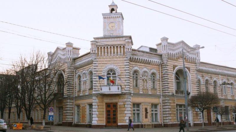 Percheziții la Primăria Chișinău și la Agenția Servicii Publice. Se documentează o schemă de corupție