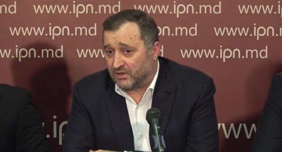 """Vlad Filat întâmpinat cu aplauze la Consiliului Politic Național al PLDM: """"Pentru ca acest regim putred să sară în aer, nu e suficient ca eu să fac declarații"""""""