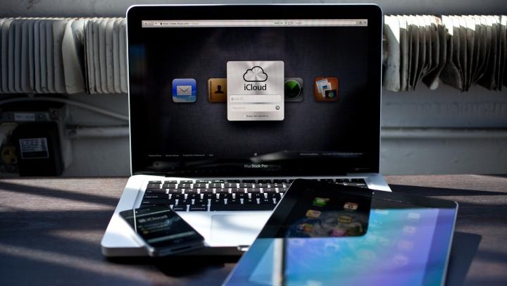 Telefon ieftin, ochelari inteligenți și camere 3D. Ce produse pregăteşte compania Apple pentru 2020
