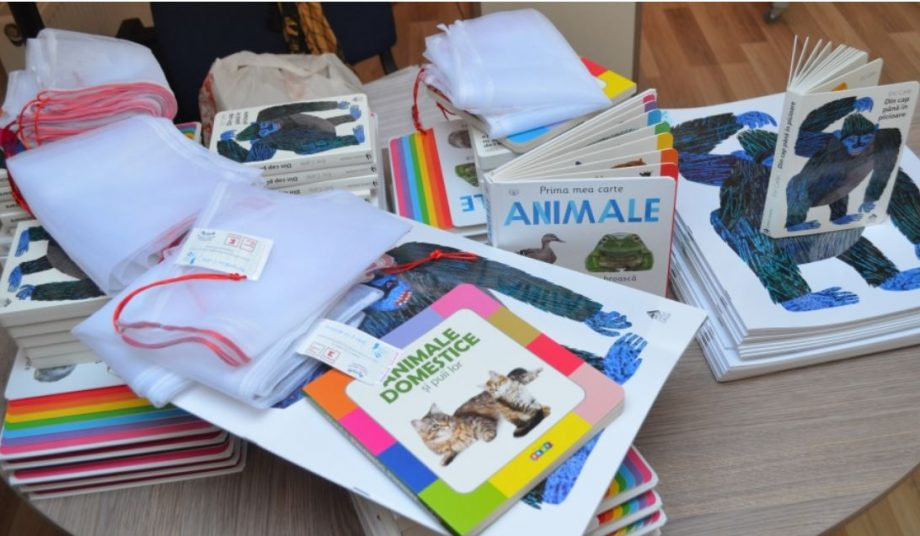 """A fost lansat proiectul-pilot """"Punguța cu 2 cărți"""". Copiii sunt stimulați să-și îmbogățească vocabularul"""