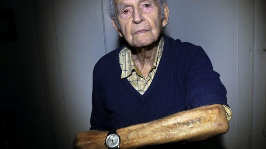 """(foto) """"Am murit de sute de ori, dar m-am ridicat."""" Amintirile tatuate pe piele ale supraviețuitorilor de la Auschwitz"""