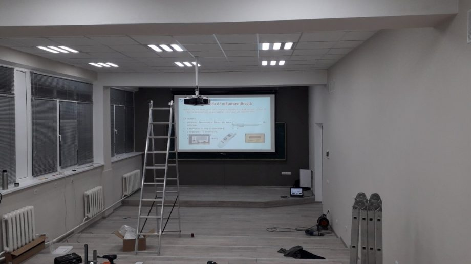 (foto) Studenții Facultății Calculatoare, Informatică și Microelectronică vor mai avea o aulă renovată în noul semestru
