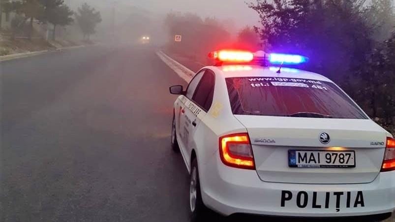 Atenție șoferi! Se circulă în condiții de ceață. Cu ce recomandări vin polițiștii de patrulare